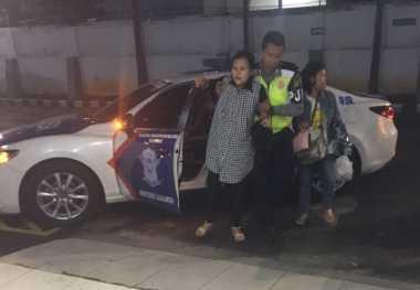 Hendak Melahirkan di Tengah Kemacetan Tol, Ibu Muda Ditolong Polisi ke RS Mintoharjo