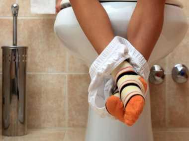 Cara Membersihkan Tinja yang Salah Setelah BAB Picu Infeksi