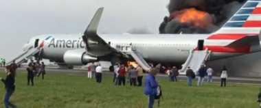 Breaking News Ketika Lepas Landas, Pesawat di AS Terbakar