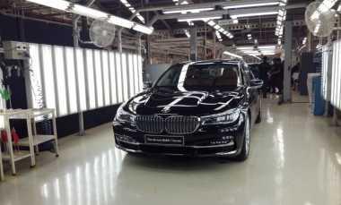 TOP AUTOS OF THE WEEK: Sedan Termewah BMW Kini Dibuat di Indonesia