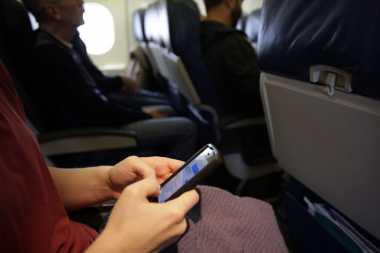 TOP TRAVEL 3: Ini Penyebab Ponsel Tak Boleh Diaktifkan di Dalam Pesawat
