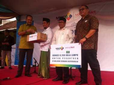 MNC Group dan Lotte Mart Menerangi 124 Pesantren di Jawa Timur