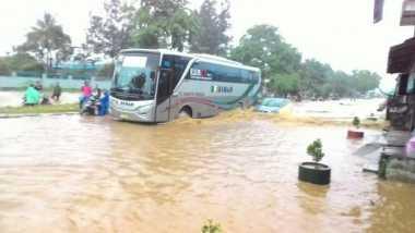 Bantaran Sungai Bengawan Solo Masih Siaga Banjir