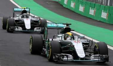 Hamilton Tunggu Pengganti Rosberg di Mercedes