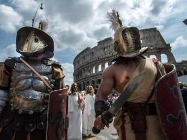 Roma Larang Badut Gladiator dan Becak di Tempat Wisata
