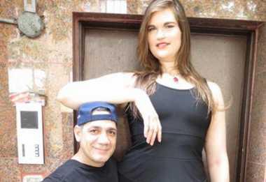 HOT THREAD (5): Wanita Ini Memiliki Tinggi Nyaris 2 Meter!