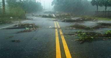 Hujan Disertai Angin Kencang Intai Lampung