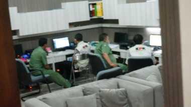 Petugas KPK Geledah Kantor Sekda Jombang