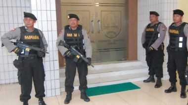 Geledah Ruang Sekda Jombang, KPK Gandeng Polisi Bersenjata Lengkap