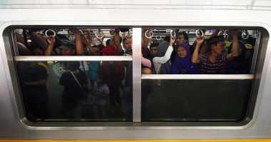 Gangguan KRL, Penumpang Tujuan Gondangdia Masih Tertahan di Manggarai