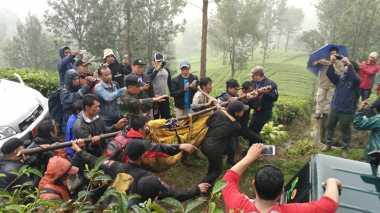 Jenazah Mahasiswa Binus Pendaki Gunung Mas Dievakuasi