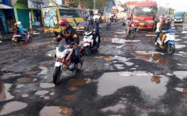 Jalan Berlubang Bermunculan di Bantul Pasca-Banjir