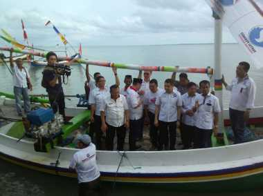 Hary Tanoe Naik Perahu Pantau Anggota Koperasi Nelayan