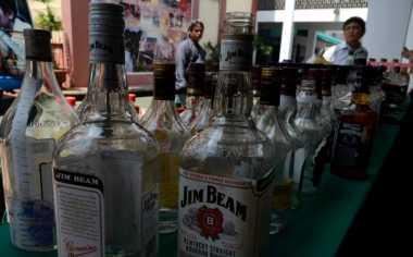 Polisi Sita Ratusan Liter Miras Ilegal di Bali