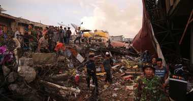 Evakuasi Korban Gempa Pidie Jaya Aceh Dilakukan hingga Malam Hari