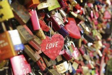 Ini Nasib Gembok di Jembatan Cinta Paris yang Dibuang