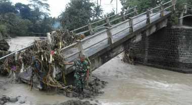 Jembatan Cikawung di Cilacap Ambruk