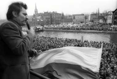 Terpilihnya Presiden Pertama Polandia secara Demokratis