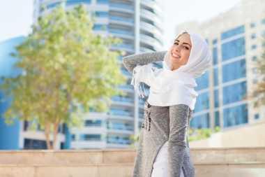Indonesia Modest Fashion Designer Giat Kenalkan Batik Minang