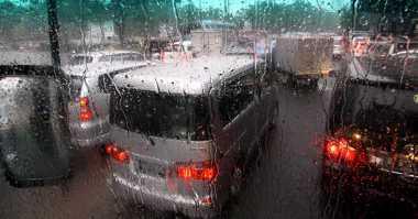 Jabodetabek Kompak Diguyur Hujan Siang Hari Ini