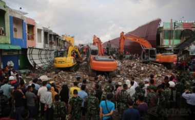 Evakuasi Korban Tertimpa Puing Gempa Terus Berlanjut