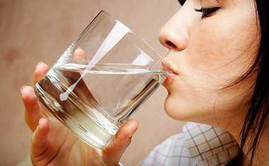 Pastikan Minum Air Putih Cukup Sebelum Tidur