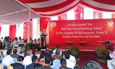 Menlu: Delegasi BaliDF 2016 Antusias Kunjungi Pesantren