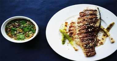 Gurame Bakar Sambal Kecap untuk Makan Siang Bersama Keluarga