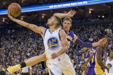 Stephen Curry 26 Angka, Golden State Warriors Hantam Utah Jazz
