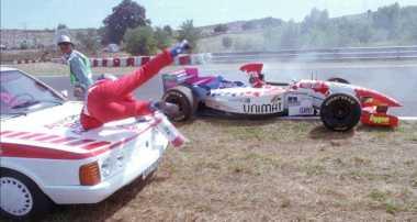 Pembalap Terburuk F1 Kirim Lamaran Konyol ke Mercedes