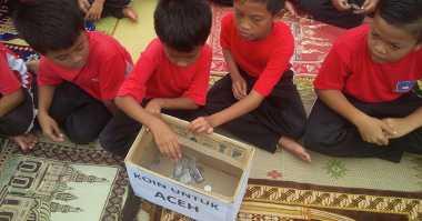 Duka dan Uang Jajan Siswa SD Yogya untuk Korban Gempa Aceh