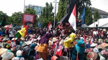 Jalan Kaki Rembang-Semarang, Ribuan Warga Kendeng Desak Ganjar Patuh Hukum