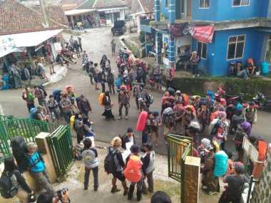 Cuaca Ekstrem, Puluhan Ranger Diterjunkan Dampingi Pendaki Gunung Ciremai