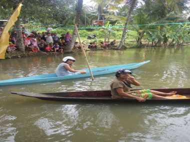 Sawah Terendam Banjir, Petani Pangandaran Bikin Lomba Dayung