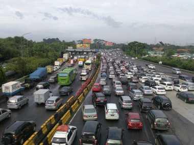 Lalin Tol Jakarta-Cikampek, Cikunir Arah Bekasi Timur Macet 7 Km