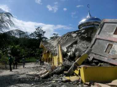 Memprihatinkan, Korban Gempa Aceh Tidur dalam Bangunan Miring
