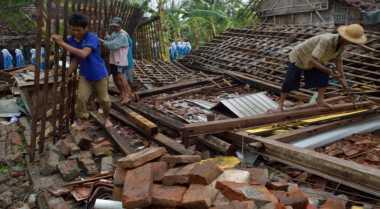 Puting Beliung Rusak 100 Rumah Warga di Kupang
