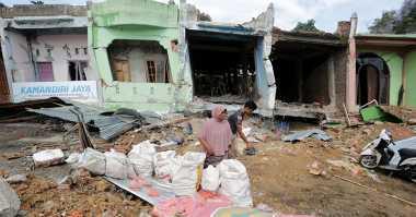 Banyak Sekolah Rusak Akibat Gempa Aceh, Tenda Darurat Belajar Didirikan