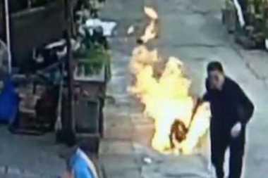 Pria China Nekat Selamatkan Tetangganya dari Tabung Gas Terbakar