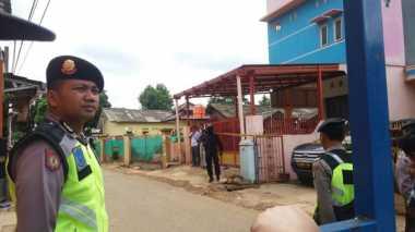 Polisi Belum Izinkan Penghuni Kamar Kos Masuk di Lokasi Pemuan Bom Bekasi