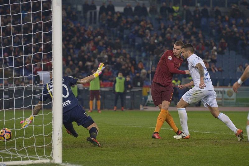 Sempat Ketinggalan, AS Roma Akhirnya Atasi Chievo 3-1