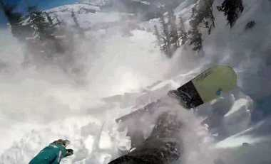 VIDEO: Menegangkan, Pria Ini Nyaris Terkubur Longsor Salju