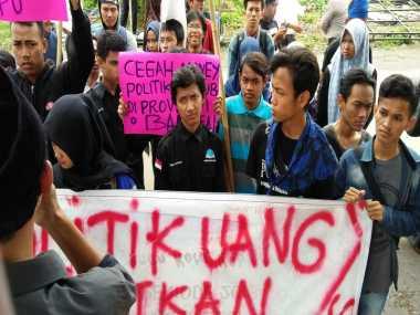 Mahasiswa Minta Bawaslu Serius Tangani Praktik Politik Uang di Banten
