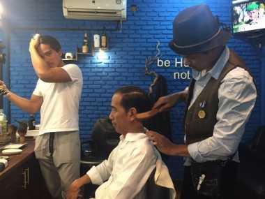 """Klimis Terus Tarik ke Belakang,"" Permintaan Jokowi saat Potong Rambut"