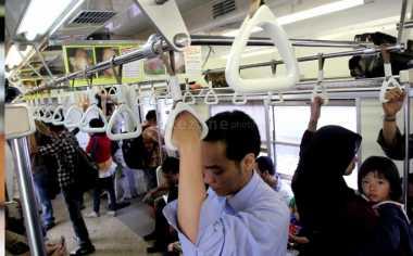 Duh, Sering Naik Commuter Line Bikin Anda Tidak Bahagia dan Obesitas