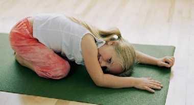 4 Gerakan Yoga Sederhana yang Bantu Anak Tidur Nyenyak
