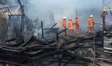 Toko Kerajinan di Bandung Ludes Dilalap Api