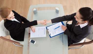 Tips Atasi Deg-degan saat Wawancara Kerja Pertama