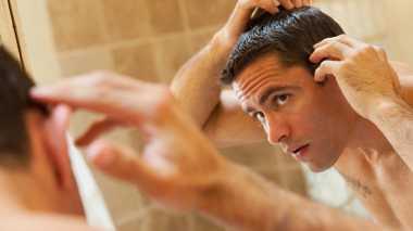 Keseringan Menyentuh Rambut Membuatnya Lepek dan Berminyak