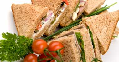 Resep Sandwich Gulung Isi Tuna dan Smoked Beef untuk Bekal Sarapan